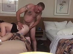 Wife blindfolded spitroasted by big cock
